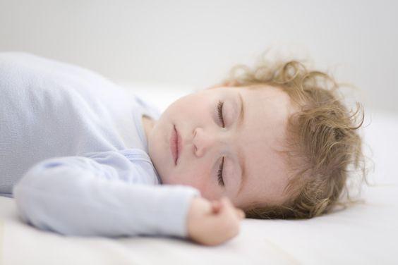 寶寶發燒會較為疲倦,應留喺家中,畀BB有充分休息