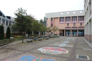 伊利沙伯中學舊生會小學分校位於72校網